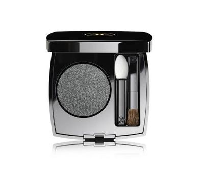 "<a href=""http://shop.davidjones.com.au/djs/en/davidjones/chanel-eyes/ombre-première-longwear-powder-eyeshadow"" target=""_blank"">Chanel Ombre Premiere Longwear Powder Eyeshadow in 40 Gris Anthracite, $52</a>"