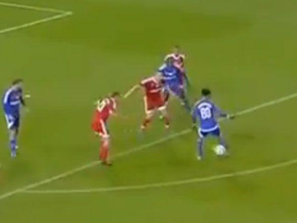 Ronaldinho shows magic feet still firiing