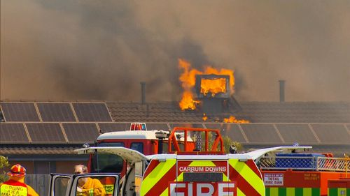 Residents were forced to flee their homes in Melbourne's south-east. (9NEWS)