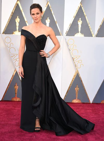 "<p>Google are wrapping up 2016 in a satin bow by taking a look at the top searches for the year, including red carpet dresses. The Oscars have become fashion's night of nights and the most searched for dress from this year's Academy Awards was Jennifer Garner in Atelier Versace.</p> <p>It seems that searchers refused to be put off by Jennifer's agony on the red carpet. The <em>Alias</em> star shared her pain with US television host Jimmy Kimmel in March.</p> <p>""Do you know how they made it?"" Garner said. ""See how I have a waist right there? I don't have one in real life anymore.""</p> <p>""What they do is, the move your organs around,"" the mother of three explained. According to the star, <br> ""It was not like [Spanx], it is so intense,"" Jennifer said. ""It's not like Scarlett O'Hara. There's metal inside it. And these people just kind of move your ribs and they move your liver out to the side and they pop you in.""</p> <p>No pain, no gain. Here are the other most searched for red carpet dresses for 2016.</p>"
