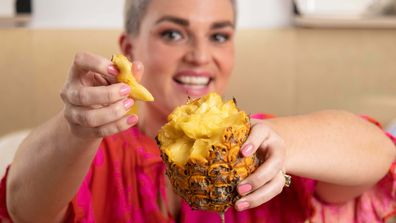 Jane de Graaff proves that the viral pineapple hack actually works