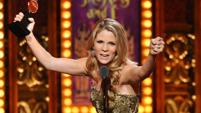 Kelli O'Hara celebrates her best actress in a leading role in a musical gong for 'The King and I'. (AAP)