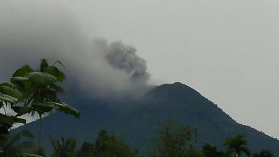 'Do not panic': Smoke billows from erupting Bali volcano