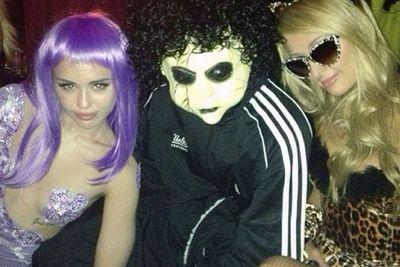 @parishilton: #GoodTimes at @BeachersMadhouse Halloween Eve