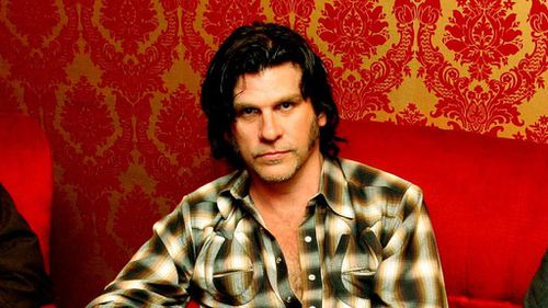 'You don't have to vote for me': Tex Perkins preferences Labor following Palais Theatre announcement