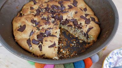 Giant one-pan cookie
