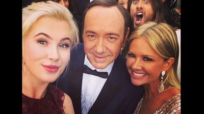 Best Supporting Actor Jared Leto bombs Ireland Baldwin's #Oscarselfie with Kevin Spacey (Instagram).