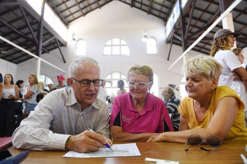 Malcolm Turnbull met with affected residents at the Bega evacuation centre this afternoon. (AAP)