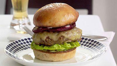 "<a href=""http://kitchen.nine.com.au/2016/05/19/10/35/wagyu-burger"" target=""_top"">Wagyu burger<br> </a>"