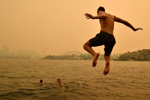 Some Sydneysiders braved the heavy smoke to cool off outside in the heatwave conditions.