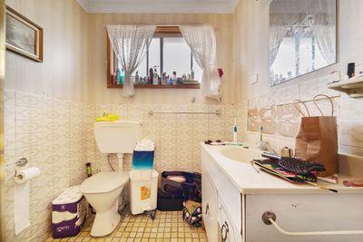Upstairs Bathroom — Before