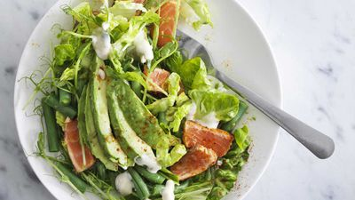 Salad with spicy salmon and avocado