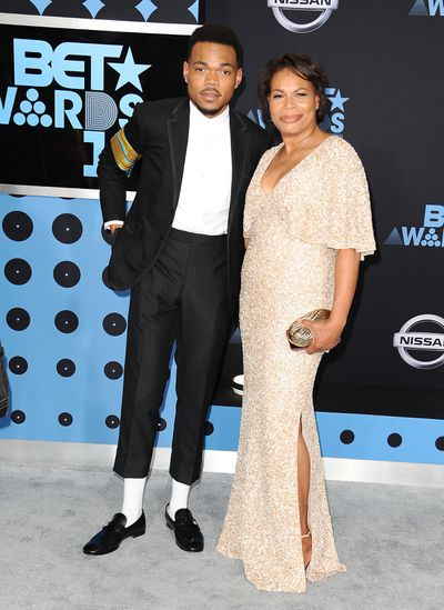 Chance the rapper with his mother at the Bet Awards 2017, Los Angeles.