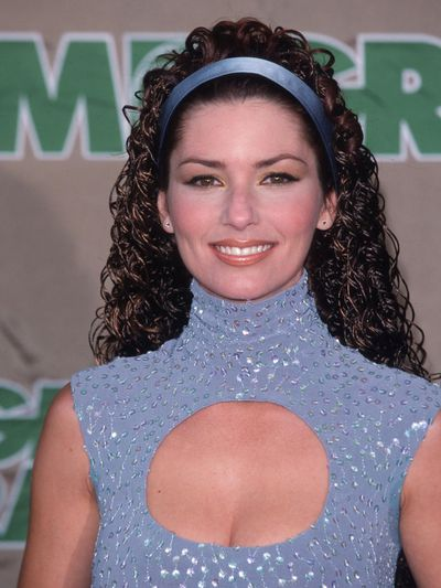 The singer went for a bare-face, soft pink lip and tight crimped curls at the 1998 Billboard Music Awards.