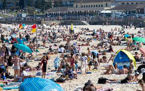 Seven new cases for NSW as thousands flock to the beach