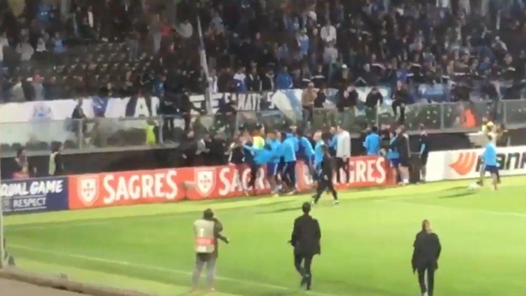 Evra kicks own fan in the head