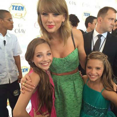 Dance Moms child star Maddie Ziegler meeting Taylor Swift for the first time
