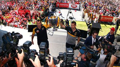 Fans catch a glimpse of the AFL Premiership Cup. (Getty)