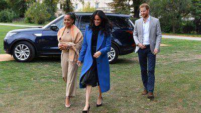 <strong>MEGHAN MARKLE LAUNCHES COOKBOOK ALONGSIDE HER MUM AND HUSBAND</strong>