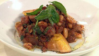 "Recipe:<a href=""http://kitchen.nine.com.au/2016/05/19/20/18/italian-sausage-bruschetta"" target=""_top"">Italian sausage bruschetta</a>"