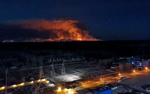 Wildfires rage towards Chernobyl nuclear power plant sparking radiation fears