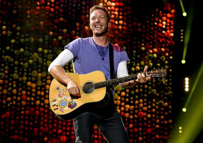 Chris Martin, concert, stage, guitar