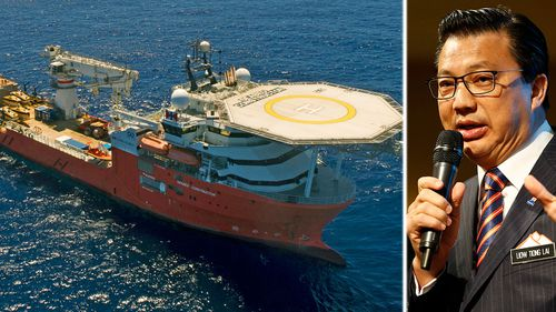 The search vessel Seabed Constructor and Malaysian transport minister Liow Tiong Lai. (Photo: AP).