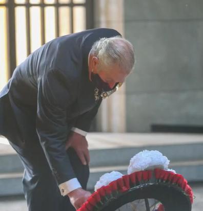 Prince Charles lays wreath in Berlin