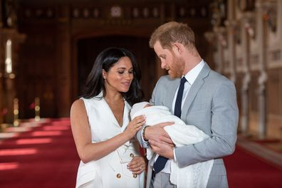 Meghan Harry Archie newborn pose