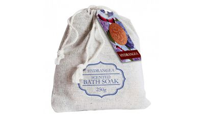 <strong>Solace Botanic Hydrangea Scented Bath Soak 250g</strong>