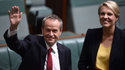 Mr Shorten prepares to deliver his budget reply. (AAP)
