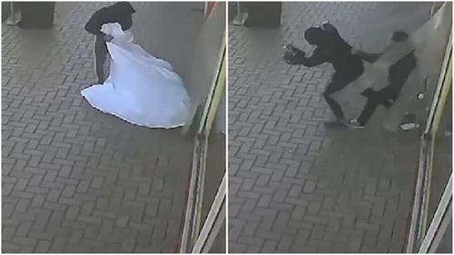 The robbers are shown fleeing the store with a large amount of cigarettes wrapped in a blanket.