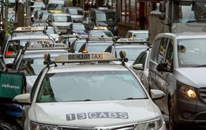 Infected taxi driver puts parts of Sydney and NSW South Coast on coronavirus alert