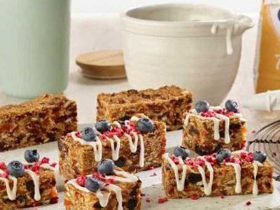 "Recipe: <a href=""http://kitchen.nine.com.au/2018/01/15/16/15/muesli-bar-slice-with-yoghurt-drizzle"" target=""_top"" draggable=""false"">Muesli bar slice</a> with yogurt drizzle"