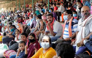 Coronavirus: Millions on the move in India, with social distancing proving impossible