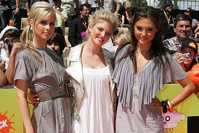 Claire starred in her first TV series, <i>H20: Just Add Water</i>, from 2006 to 2008. Caribe Heine (center) and Phoebe Tonkin (right) were two of her castmates.