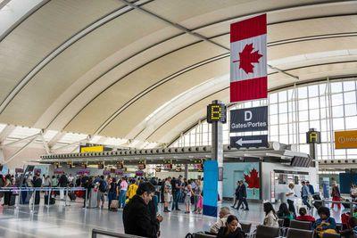 <strong>#12 Pearson Airport [YYZ, TORONTO, CANADA]</strong>