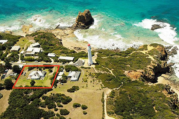 'Round The Twist' cottages on 9 – 11 Federal Street Aireys Inlet.