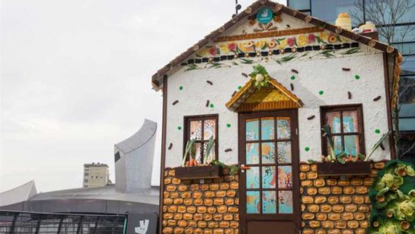 Deliveroo creates edible house made of pudding and chicken