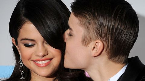 Beliebers be calm, Justin Bieber and Selena Gomez are <i>not</i> engaged