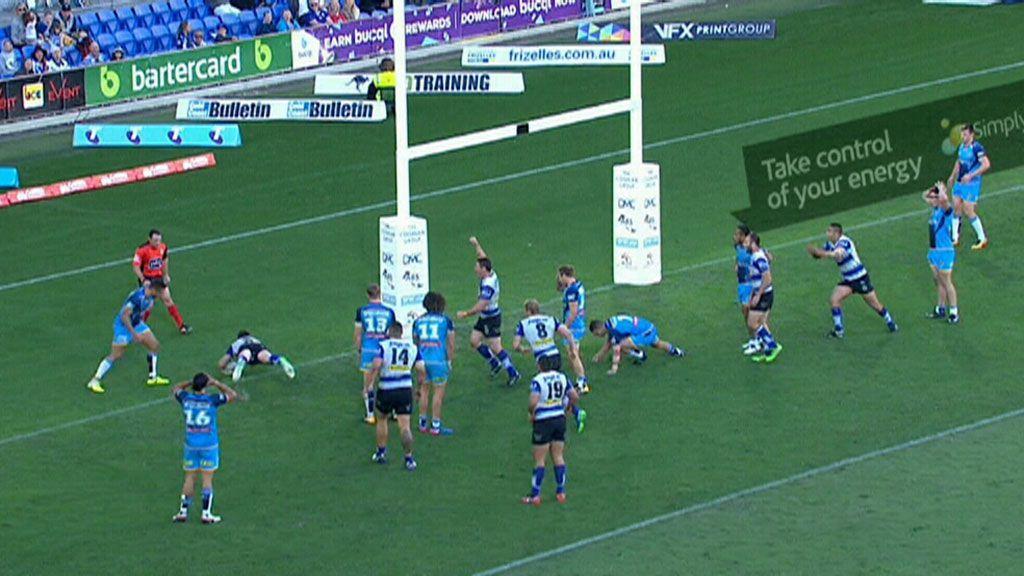 Bulldogs score bizarre try