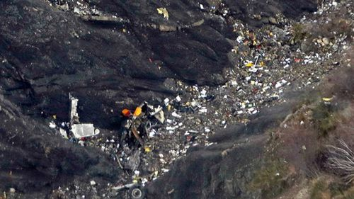 """The plane dropped from 30,000 feet to 2,000 m - investigators said it was """"slowly enough"""" that passengers would have been unaware. (AAP)"""