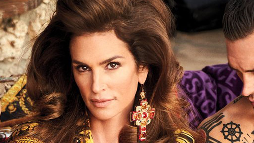 Cindy Crawford turns back time in Versace
