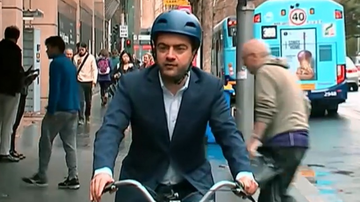 Former ALP senator Sam Dastyari arrived on a share bike to give evidence at the ICAC probe into suspect donations to NSW Labor.