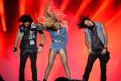 Bey's dancers Les Twins try to out-hair toss Beyonce and fail. Amateurs.