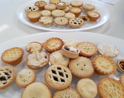 Assorted Christmas fruit mince pies