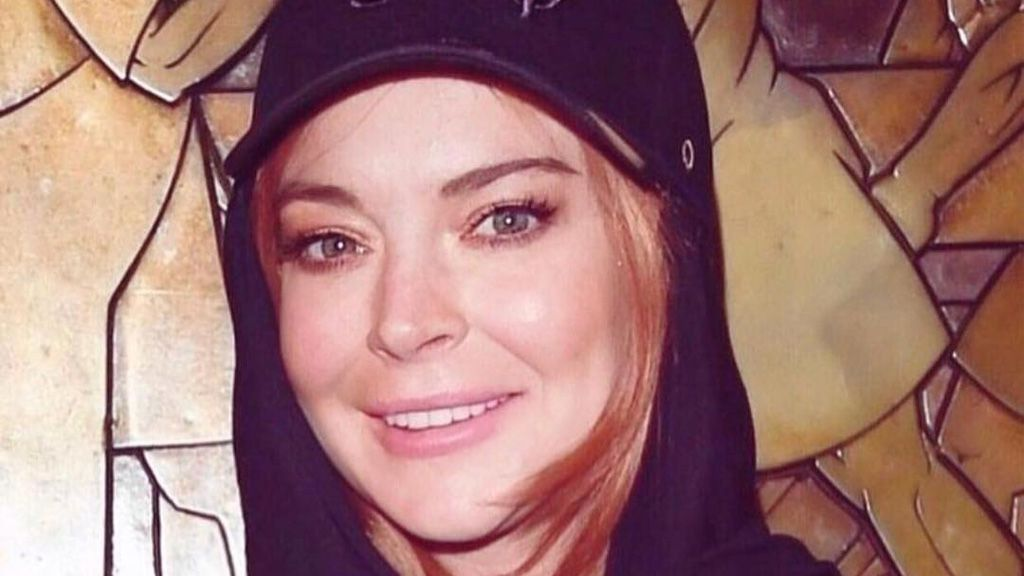 Lindsay Lohan rocks a head scarf at London Fashion Week