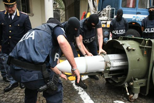 Italy detains 3 in seizure of weapons, missile, Nazi plaques
