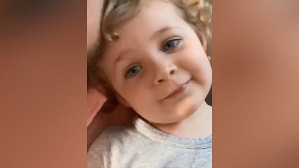 Hamish Blake bakes a cake for his daughter's third birthday