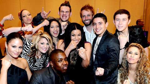 American Idol contestants flee haunted mansion